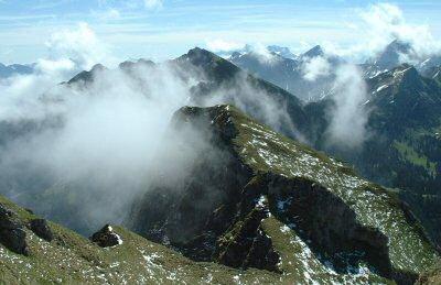 Blick auf die Tannheimer und die Zugspitze